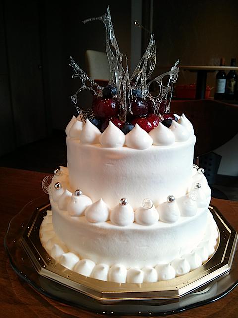 苺とチェリーのウエディングケーキ