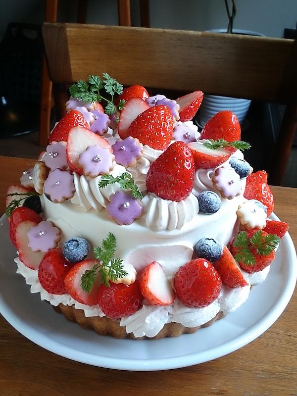 サクラ咲いたお祝いのケーキ