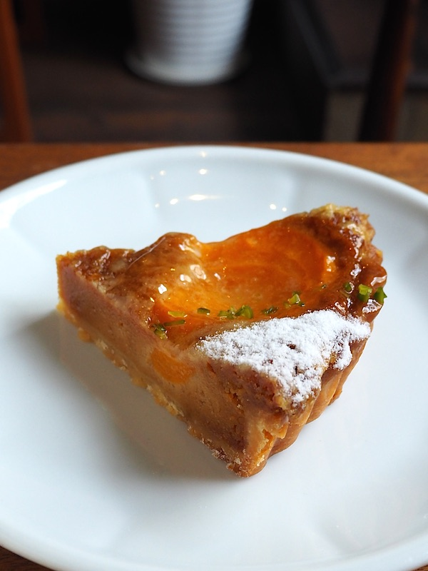 Apricot and caramel tart