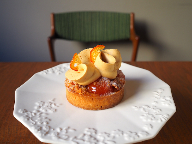 Kumquat and caramel tart