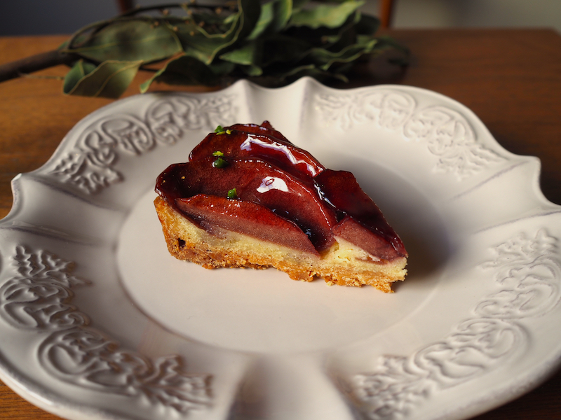 Apple cooked in red wine Tart.